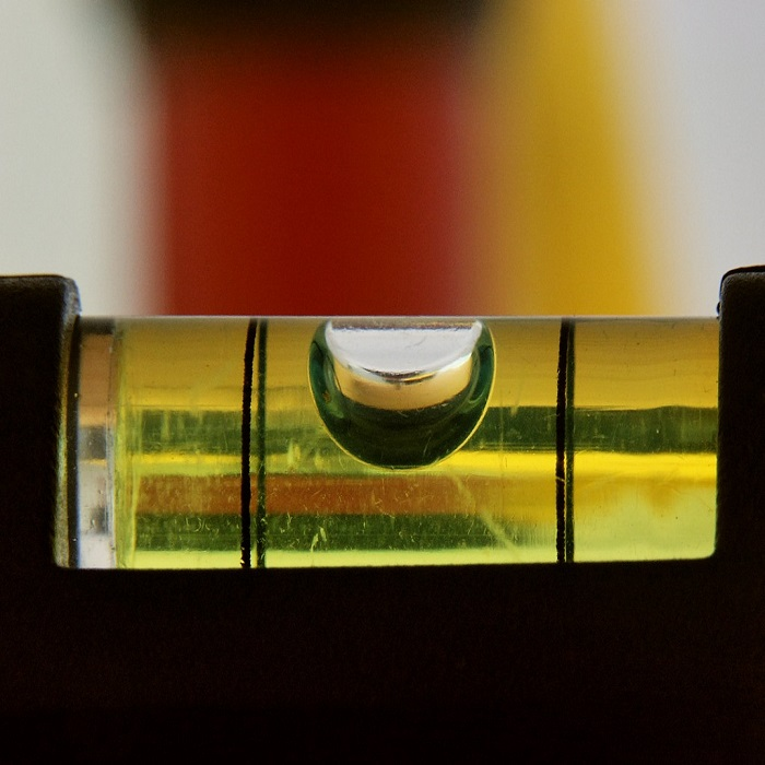 ابزار تراز مایع ابزار تراز ابزار تراز چه کاربردی در هات تپ دارد؟ DetalleNivelDeBurbuja